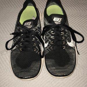Black Nike Flyknit Tennis Shoes
